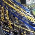 Il coro da stadio argentino con le note del 45 giri Moliendo Cafe