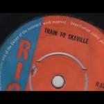 David Beckam viaggia in treno per Parigi