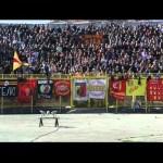 Coro da stadio ultras Catanzaro con la musica degli Ultima Frontiera