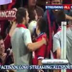 Frank Ribery sale sugli spalti a fare i cori con gli ultras del Bayern