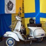 Parma: Vespa e stendardi crociati